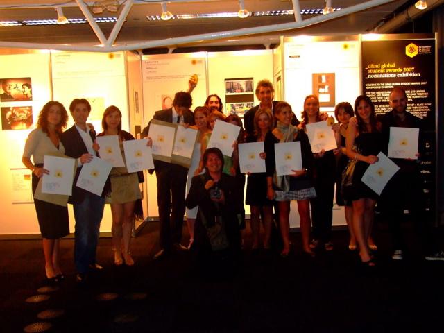 Per gli studenti di Accademia premiati al Global Student Award i complimenti dell'ambasciatore italiano a Londra che li ha ricevuti in Ambasciata.