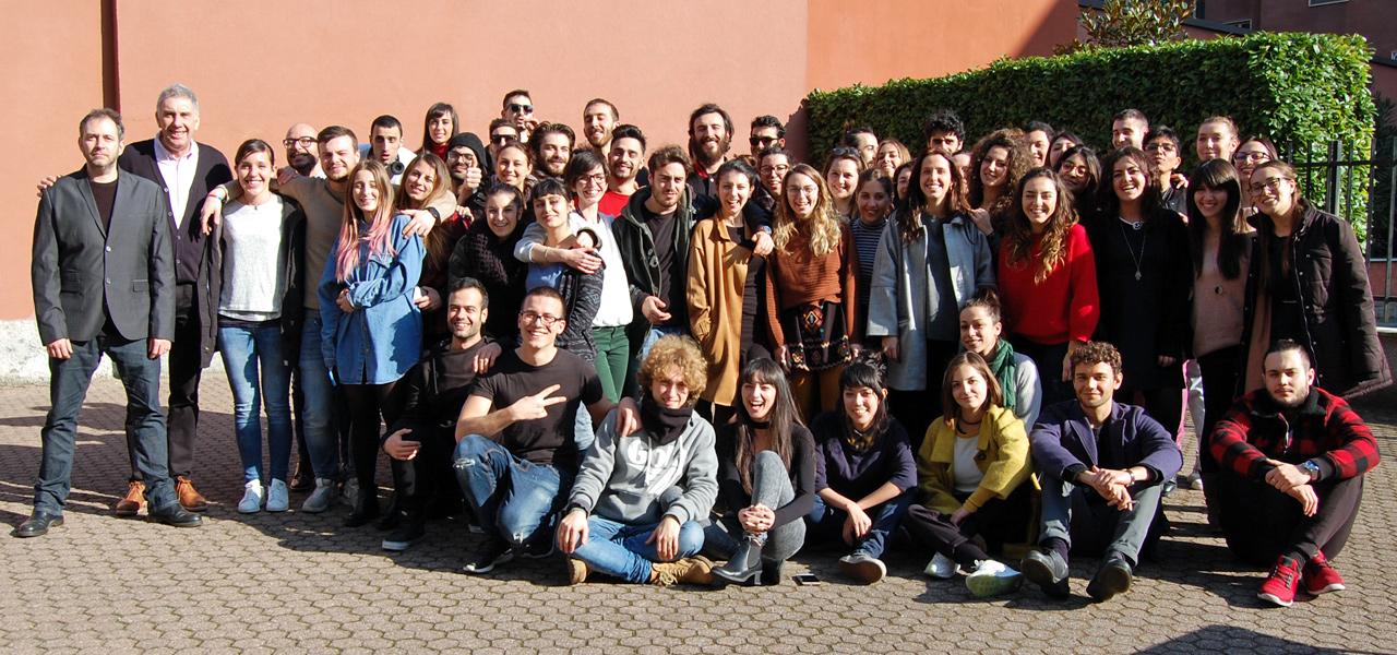 Foto D&Ad gli studenti con Morris e Cascarina